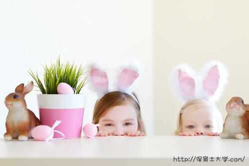 ウサギの耳を付けた保育園児