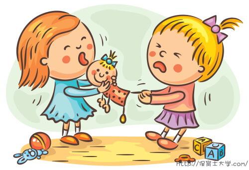 おもちゃを取り合ってケンカする子ども