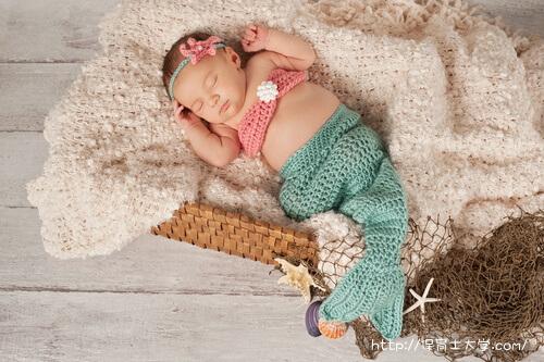 人魚姫のお昼寝アートの写真。偏差値?