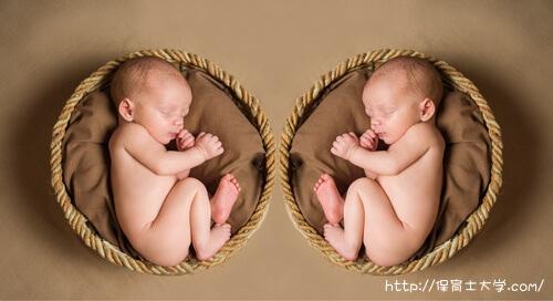 双子の新生児
