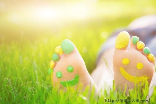 足の裏に笑顔のイラスト